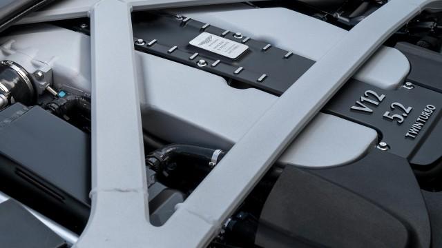Aston-Martin-DB11-2016_8